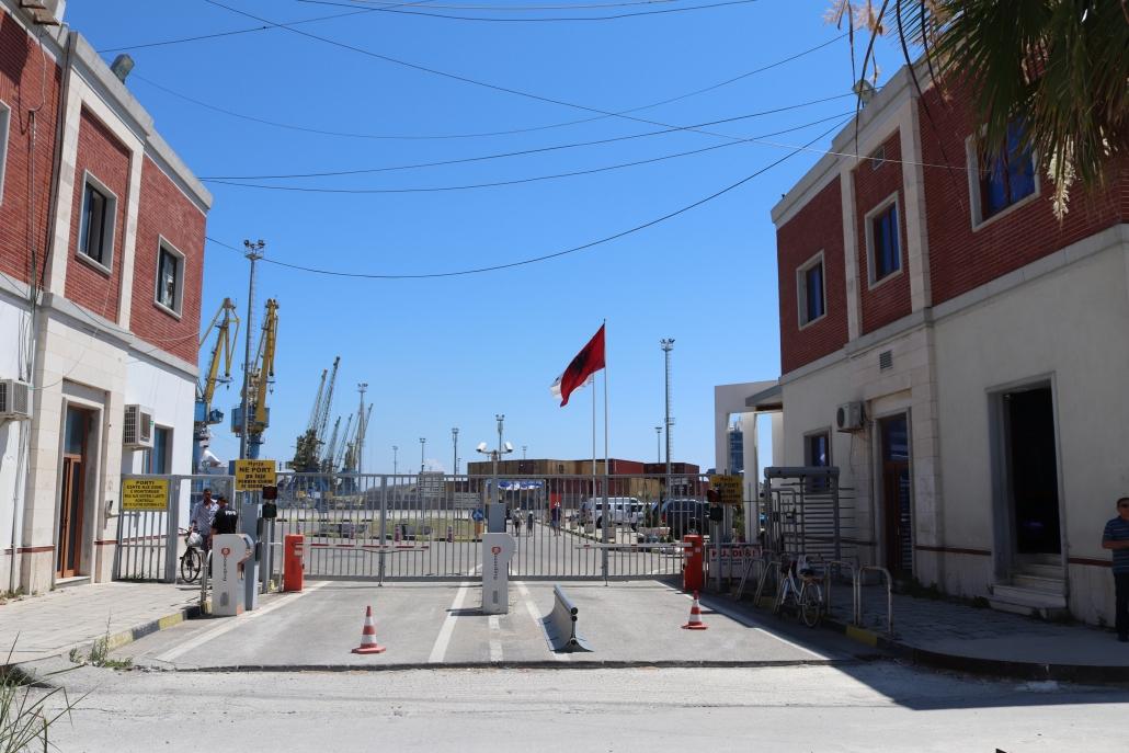 porta al porto di Durazzo